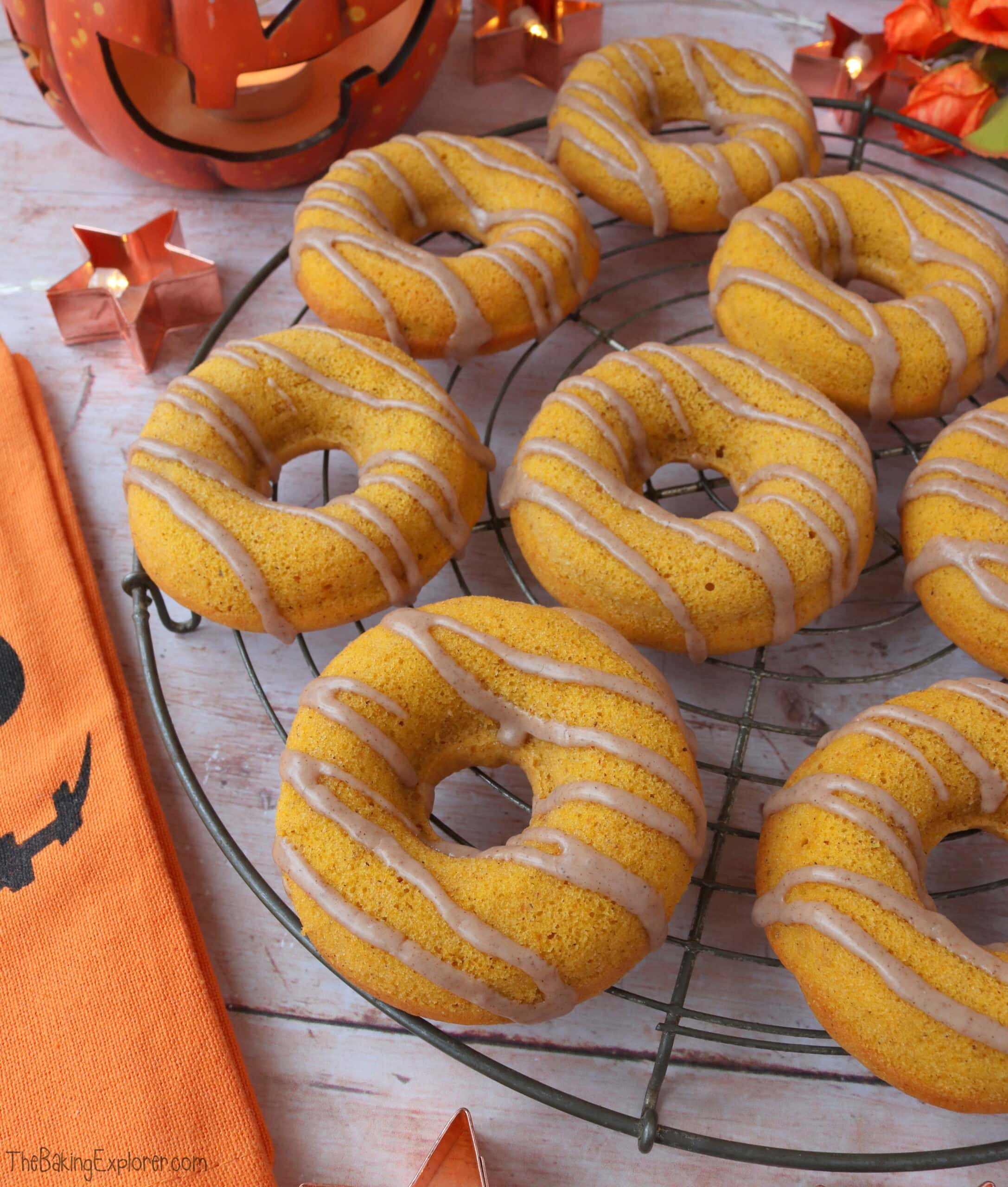 Pumpkin Spice Baked Donuts
