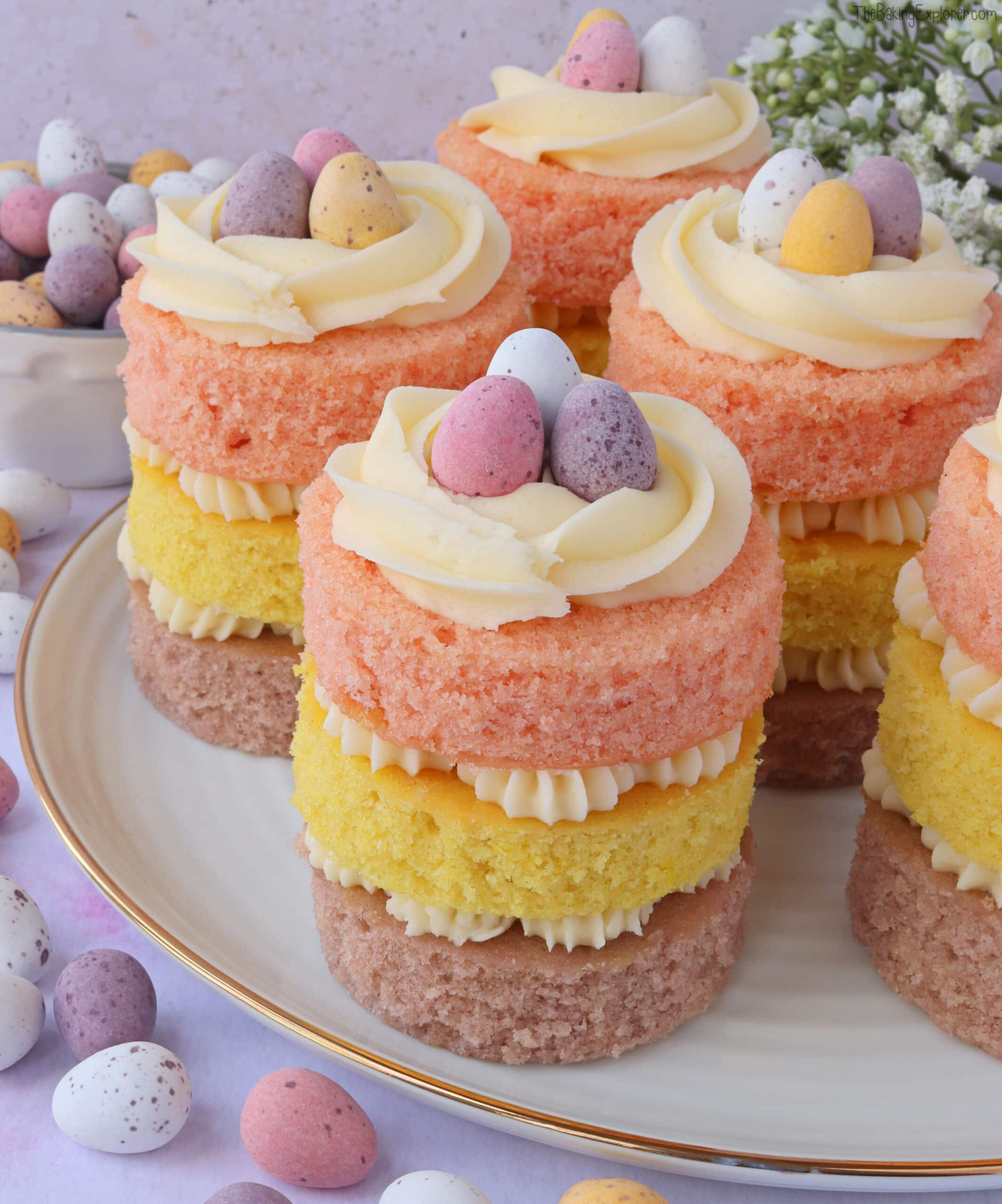 Mini Easter Cakes The Baking Explorer