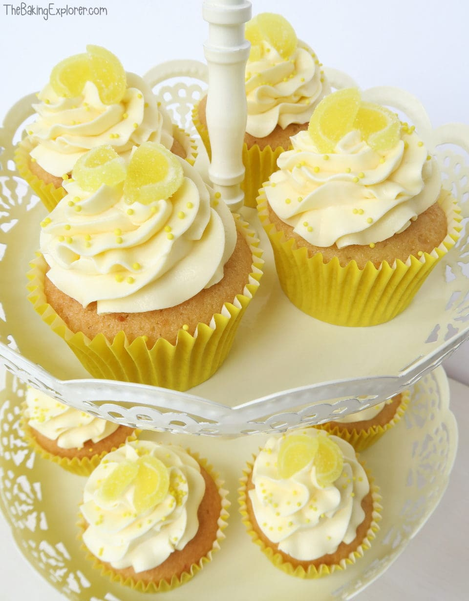 Lemon Cupcakes with Lemon Curd Filling