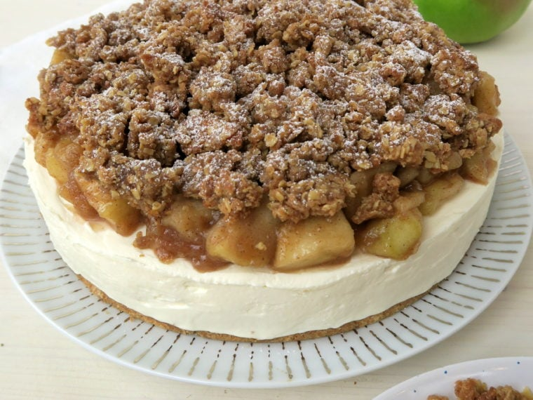 Apple Crumble Cheesecake (No Bake)