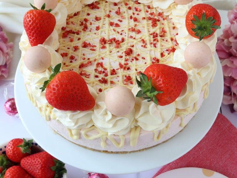 Strawberries & Cream Cheesecake (No Bake)
