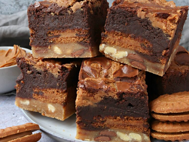 Biscoff Slutty Brownies