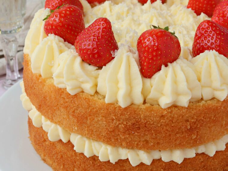 Prosecco & Strawberry Cake